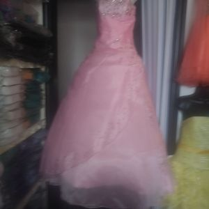 Quinceanera. Dress and bouquet.